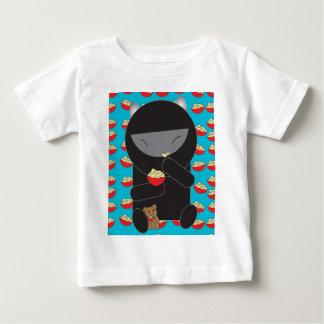 Gatito de Ninja que come los tallarines Camiseta