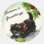 Gatito debajo del árbol pegatinas redondas