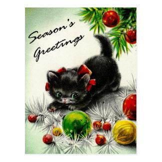 Gatito debajo del árbol tarjeta postal