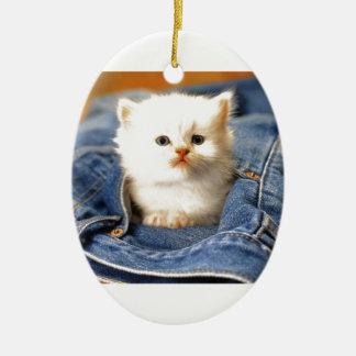 Gatito del bolsillo adorno navideño ovalado de cerámica