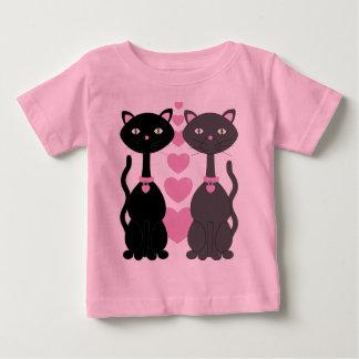 Gatito del caramelo en amor tshirts