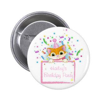 Gatito del cumpleaños para las huéspedes pin redondo 5 cm