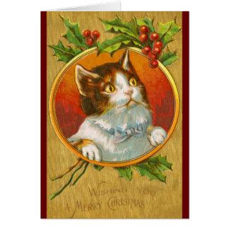 Gatito del navidad con las bayas del acebo tarjeta de felicitación