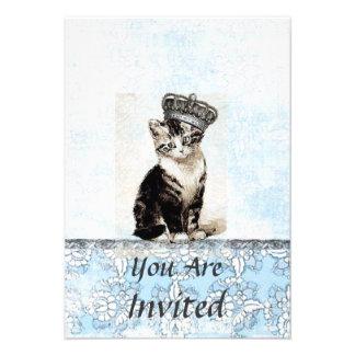 Gatito del vintage con la invitación del azul de l