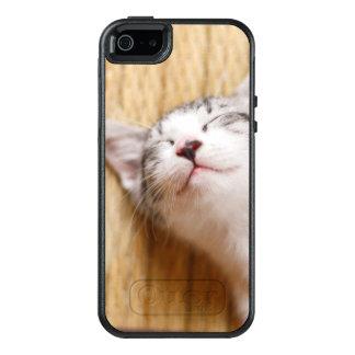Gatito el dormir en la estera de Tatami Funda Otterbox Para iPhone 5/5s/SE