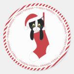 Gatito en el almacenamiento del navidad etiqueta