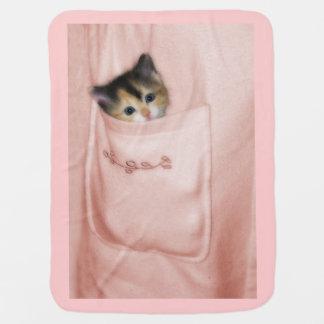 Gatito en el bolsillo 2 mantitas para bebé
