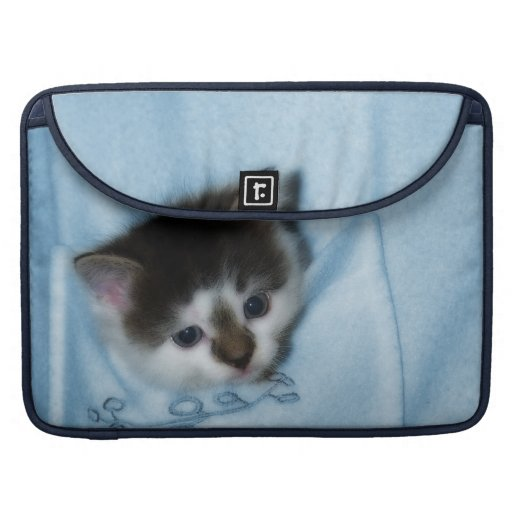 Gatito en el bolsillo funda para macbooks