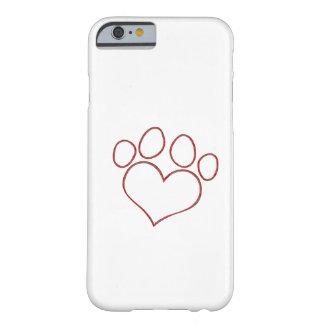 Gatito en forma de corazón del perrito del gato