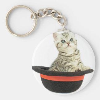 Gatito en gorra negro llavero redondo tipo pin