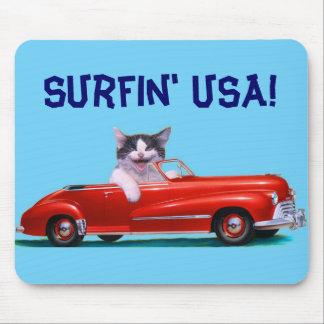 Gatito en un convertible rojo tapetes de raton