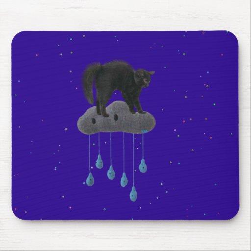 gatito en un gatito del gato de la nube alfombrilla de ratones