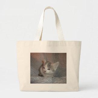 Gatito enfadado bolsas de mano