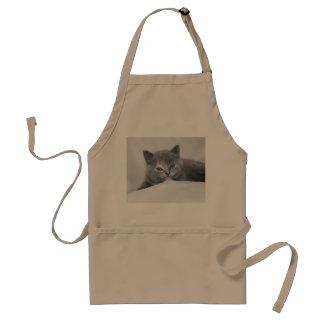 Gatito gris suave delantal