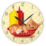Gatito hambriento del comensal retro reloj de pared