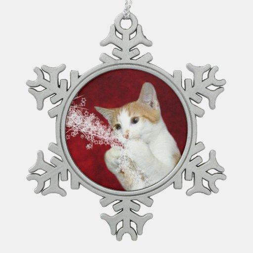 Gatito juguetón del navidad del tabby adornos