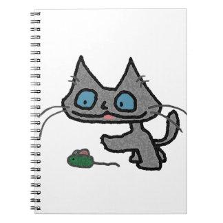 Gatito juguetón y su juguete del ratón libretas espirales