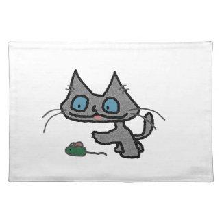 Gatito juguetón y su juguete del ratón mantel individual
