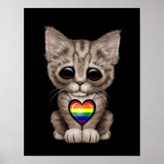Gatito lindo con el corazón del orgullo gay del ar poster
