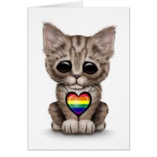 Gatito lindo con el corazón del orgullo gay del ar tarjetas