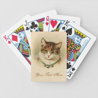 Gatito lindo con las campanas en el collar - para  cartas de juego