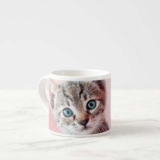 Gatito lindo con los ojos azules taza espresso