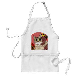 gatito lindo del dibujo animado que sostiene teddy delantal