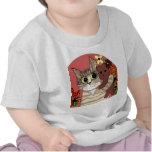 gatito lindo del dibujo animado que sostiene teddy camiseta