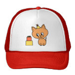 Gatito lindo del jengibre que lleva un sombrero de gorros