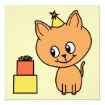 Gatito lindo del jengibre que lleva un sombrero invitaciones personales