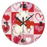 Gatito lindo en modelo rojo y rosado de los corazo relojes