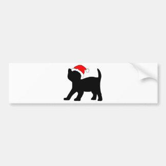 Gatito lindo en un sombrero del navidad etiqueta de parachoque