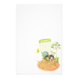 Gatito lindo inmóvil papeleria de diseño