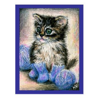 Gatito lindo que hace punto con hilado postales