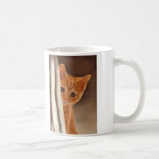 Gatito mullido del jengibre taza básica blanca
