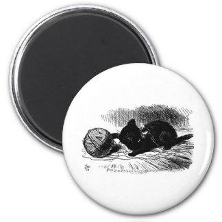 Gatito negro con las ilustraciones de la guita imán redondo 5 cm