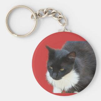 Gatito pensativo llavero redondo tipo pin