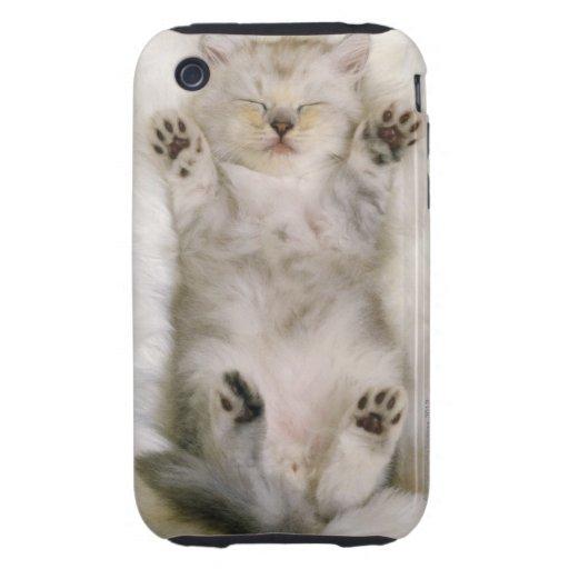 Gatito que duerme en una alfombra mullida blanca,  iPhone 3 tough funda