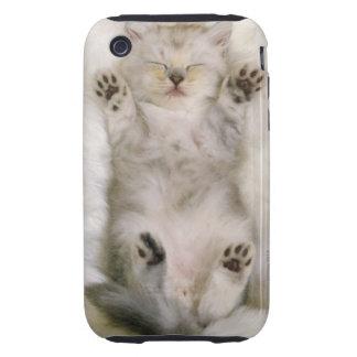 Gatito que duerme en una alfombra mullida blanca, iPhone 3 tough cárcasa