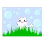Gatito que juega en burbujas tarjetas postales