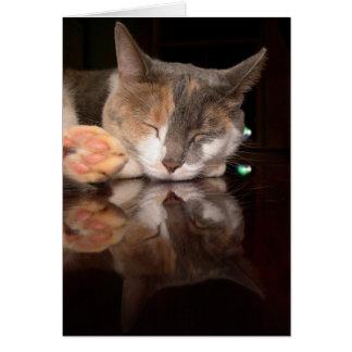 Gatito reflexivo tarjeta de felicitación