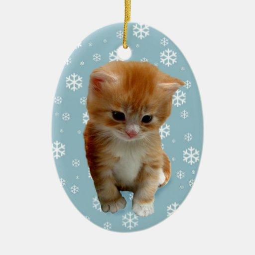 Gatito rojo lindo, copos de nieve en el ornamento adorno navideño ovalado de cerámica