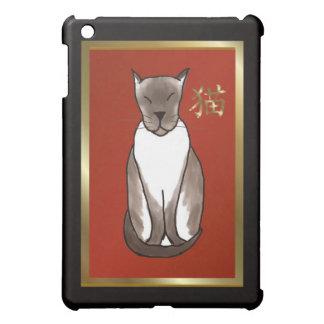 Gatito siamés con caso del iPad del rojo y del oro