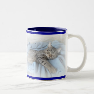 Gatito soñoliento taza