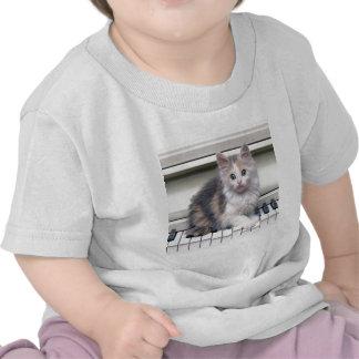 Gatito y el piano camisetas