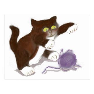 Gatito y la bola púrpura del hilado postal