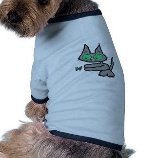 Gatito y mariposa de ojos verdes camiseta de mascota