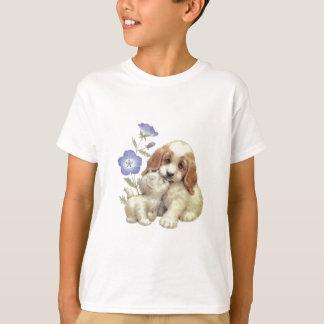 Gatito y perrito lindos con las flores remera