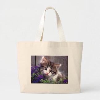 Gatito y violetas bolsas de mano