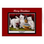 Gatitos alegres de las Felices Navidad de la Tarjeta De Felicitación